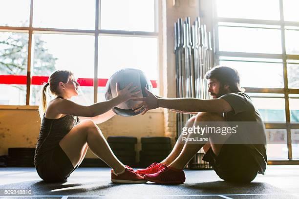 Ab Exercício com bola medicinal