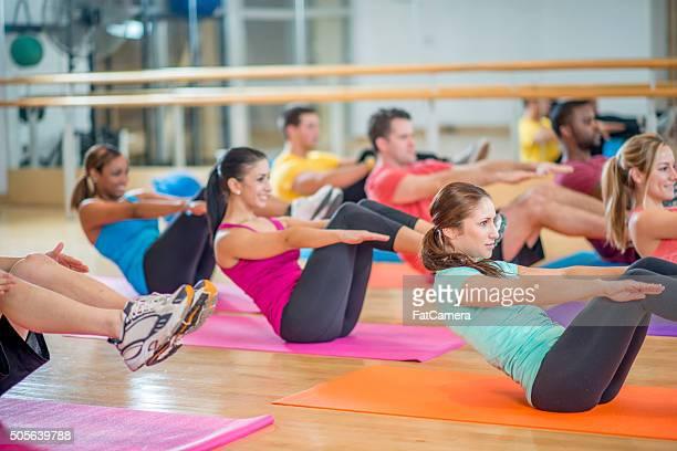 Ab séance d'exercice dans la salle de sport