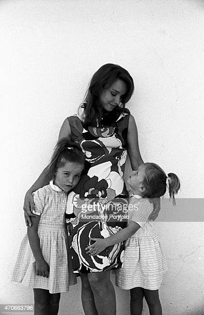 'Aba Cercato judged the best RAI announcer for her accuracy and the sense of tranquility she conveys to the audience photographed with her daughters...