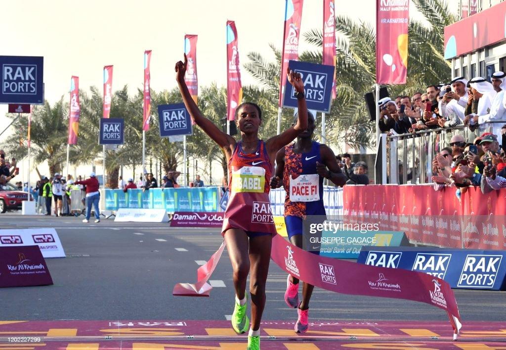 MARATHON-UAE-WORLD-RECORD : Nieuwsfoto's