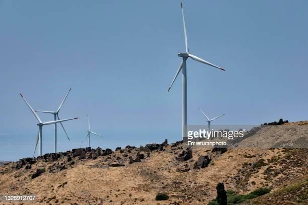 abanadoned village under windmills on a sunny day. - emreturanphoto fotografías e imágenes de stock