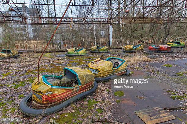 abandoned attraction in the chernobyl zone - acidente nuclear de chernobil - fotografias e filmes do acervo