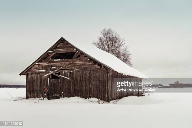 abandoned barn house on the snowy fields - heinovirta stock pictures, royalty-free photos & images
