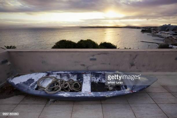 Abandoned boat at dawn(DSCF6013-1.jpg)