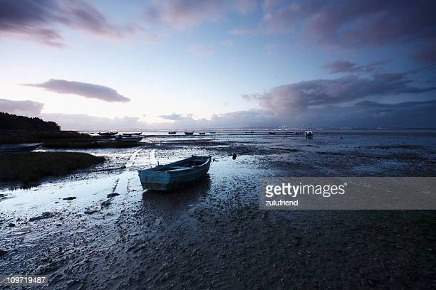 abandoned boat - low tide stock pictures, royalty-free photos & images
