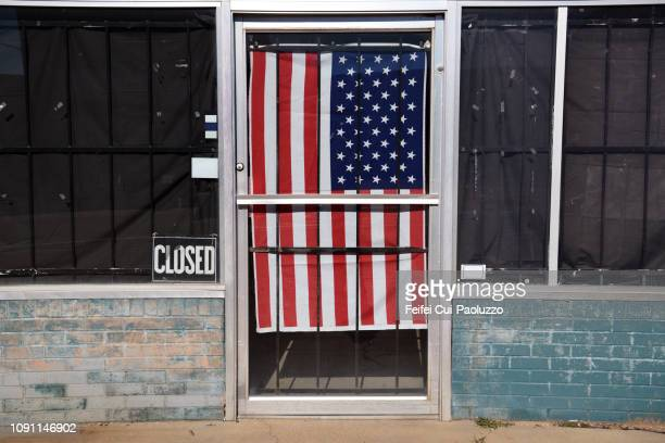 abandoned building and american flag behind the door at paris, texas, usa - small town stock pictures, royalty-free photos & images