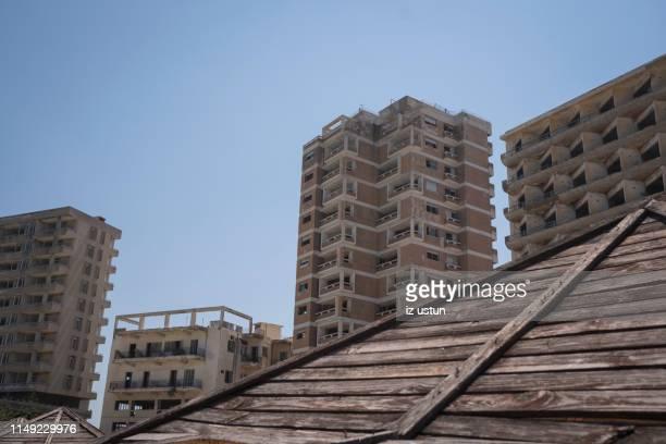 abandoned building at varosha - varosha cyprus stock-fotos und bilder