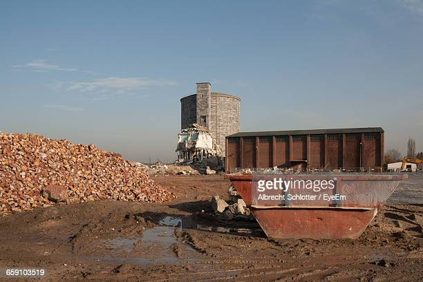 abandoned built structure with garbage bin in foreground - albrecht schlotter stock photos and pictures