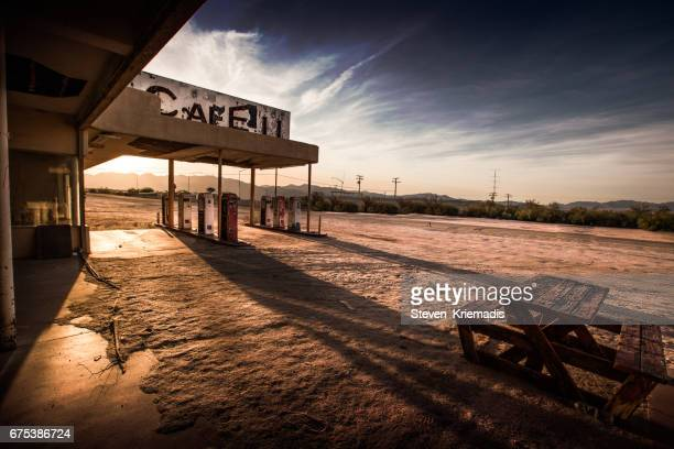 abandoned cafe in the desert - abandoned stock pictures, royalty-free photos & images
