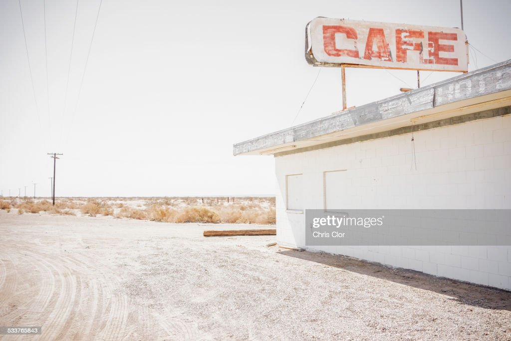 Abandoned cafe on rural dirt road : Foto stock