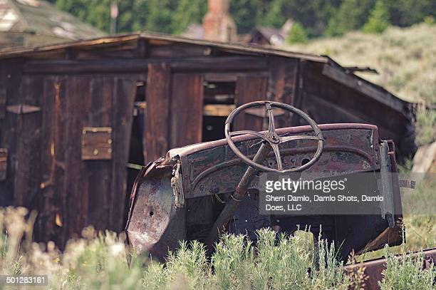 abandoned car in montana - damlo does stock pictures, royalty-free photos & images