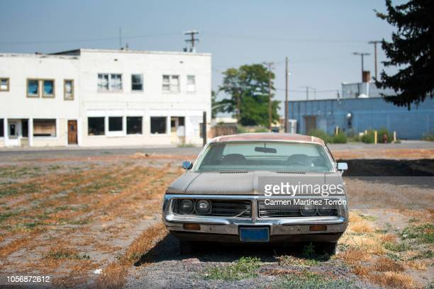 abandoned car. - abandoned car stock photos and pictures