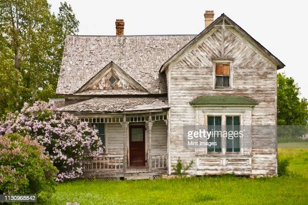 abandoned country home - bad condition stock pictures, royalty-free photos & images