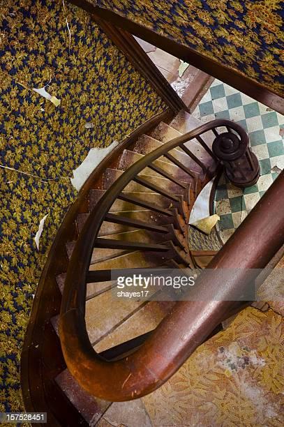 A l'abandon tringle escalier