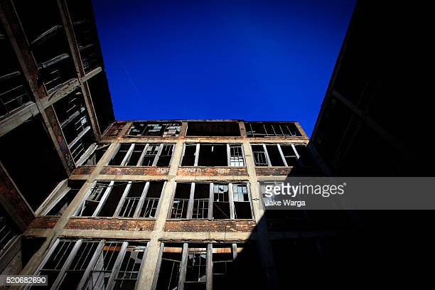 abandoned factory building, detroit, michigan - jake warga stock pictures, royalty-free photos & images