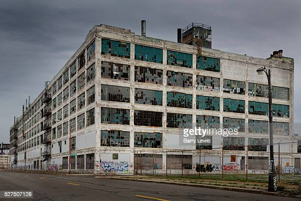 Abandoned factory near the city centre Detroit Known as the world's traditional automotive center 'Detroit' is a metonym for the American automobile...