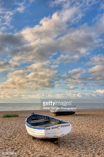 abandoned fishing boats aldeburgh, suffolk - aldeburgh stock photos and pictures