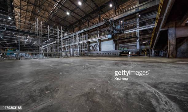 abandoned heavy engineering workshop, shenyang, liaoning province, china - abwesenheit stock-fotos und bilder