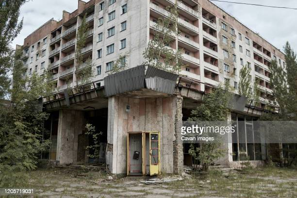abandoned high-rise building in the chernobyl exclusion zone - pripyat city stock pictures, royalty-free photos & images