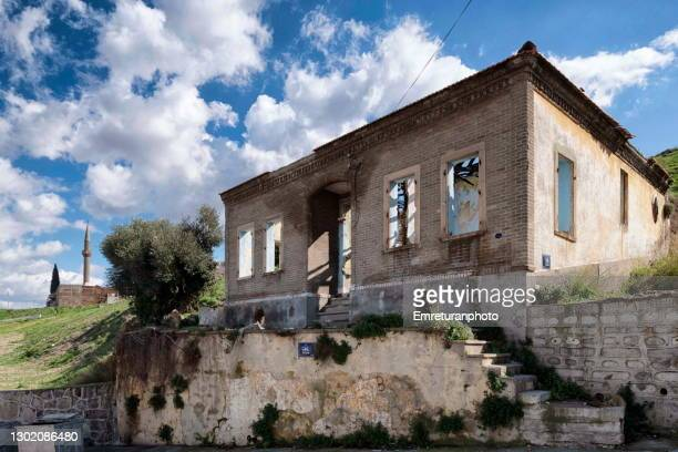 abandoned house and minaret at the background at kadifekale. - emreturanphoto stock pictures, royalty-free photos & images