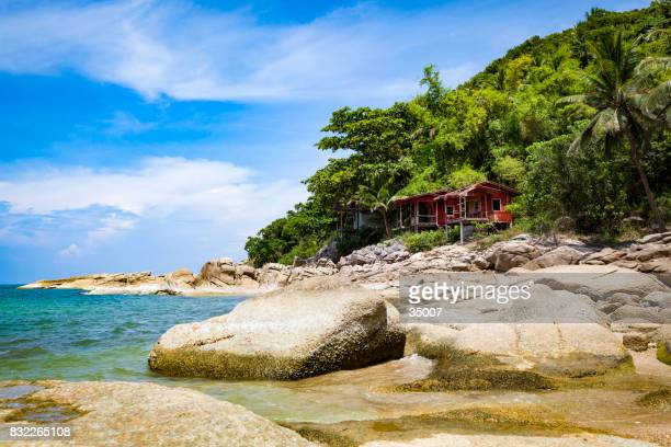 abandoned huts at the beach - ko samui imagens e fotografias de stock
