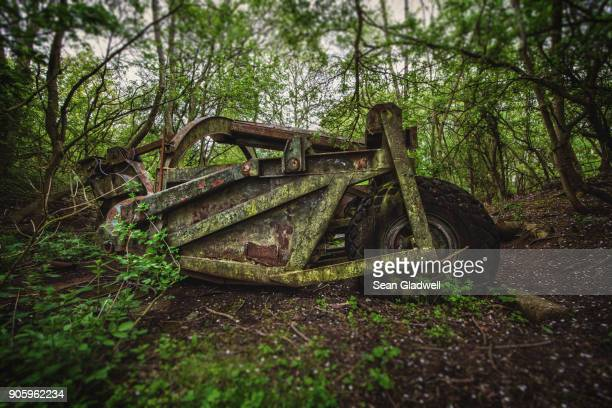 abandoned machine - industrial revolution stock pictures, royalty-free photos & images