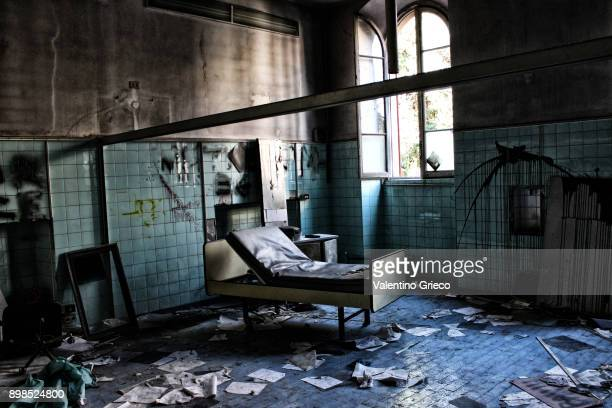 abandoned mad house ; manicomio abbandonato - horror movie stock photos and pictures