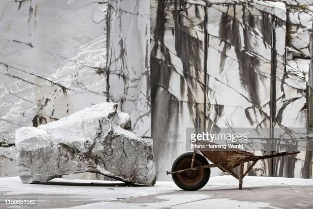 abandoned marble quarry - 石切場 ストックフォトと画像
