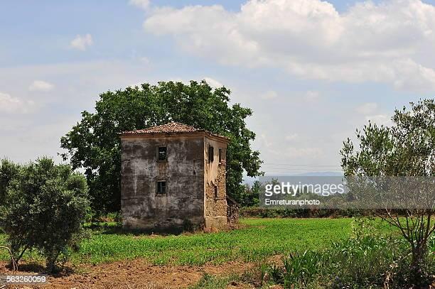 abandoned old farmhouse near odemis - emreturanphoto bildbanksfoton och bilder