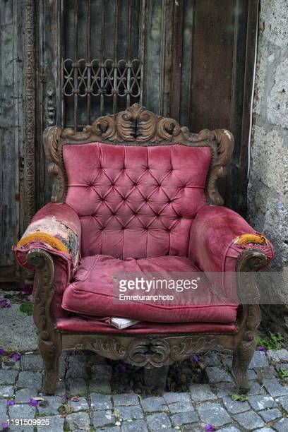 abandoned old purple velvet armchair in the street,alacati. - emreturanphoto stock pictures, royalty-free photos & images
