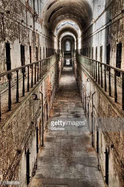 abandonado celda de cárcel bloque - ogphoto fotografías e imágenes de stock
