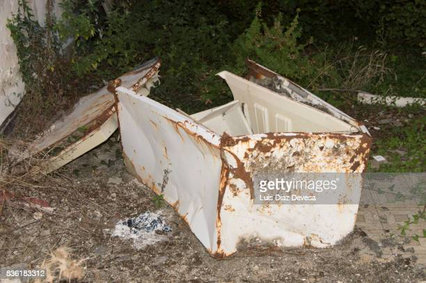 abandoned refrigerator - named animal ストックフォトと画像