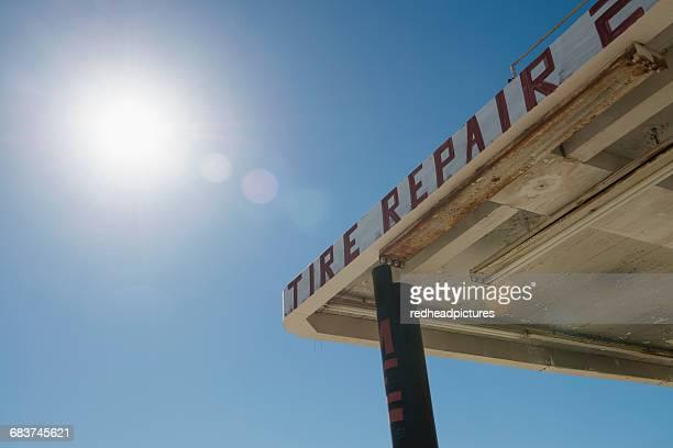 abandoned repair garage against sunlit blue sky, salton sea, california , usa - auto repair shop exterior stock pictures, royalty-free photos & images
