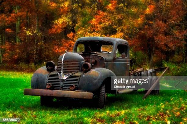 abandoned rustic truck, connecticut - rust colored fotografías e imágenes de stock