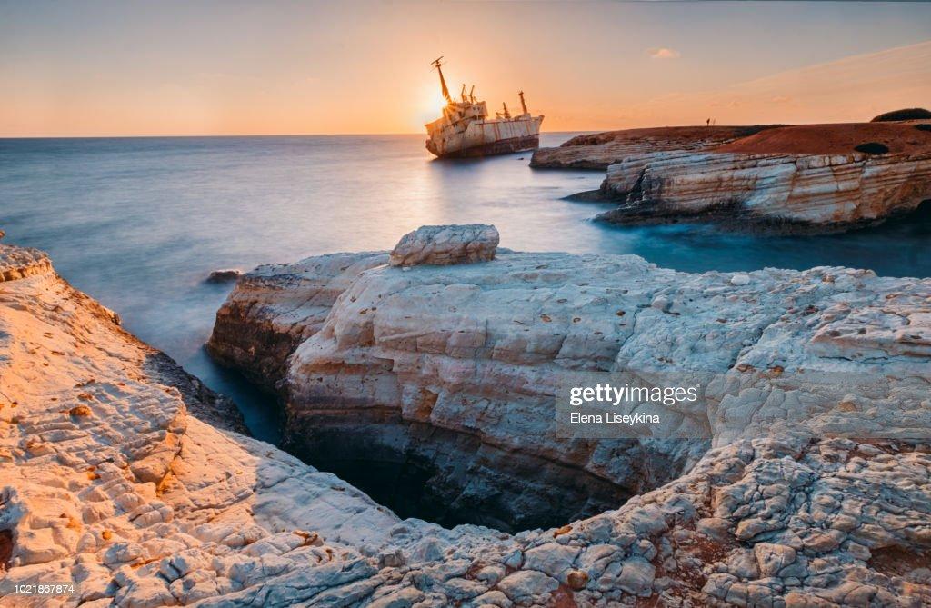 Abandoned ship Edro III near Cyprus beach. : ストックフォト