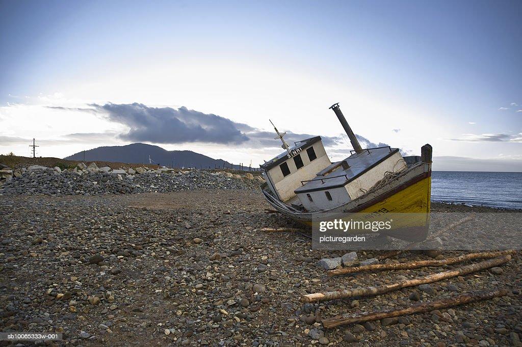 Abandoned shipping boat at waterfront : Foto stock