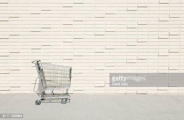 abandoned shopping cart - 消費主義 ストックフォトと画像