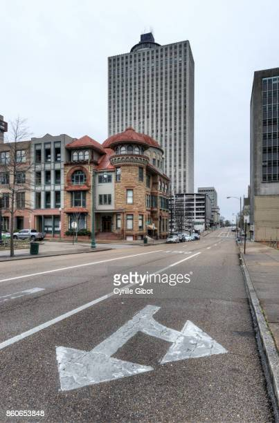 abandoned skyscraper, downtown memphis, tennessee - memphis tennessee stock pictures, royalty-free photos & images