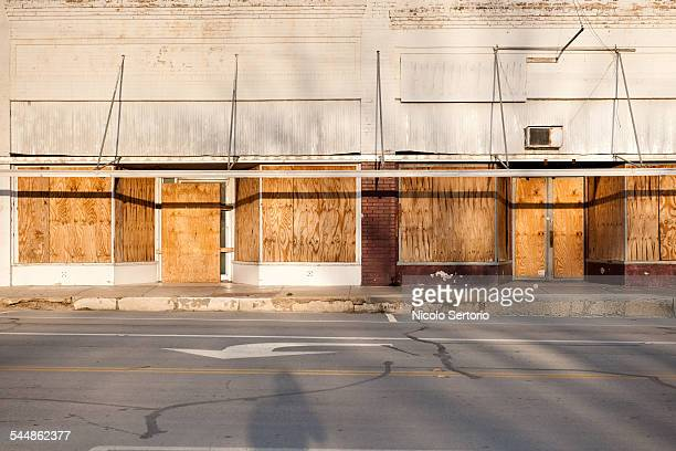abandoned stores in the southwest - abandoned stock pictures, royalty-free photos & images