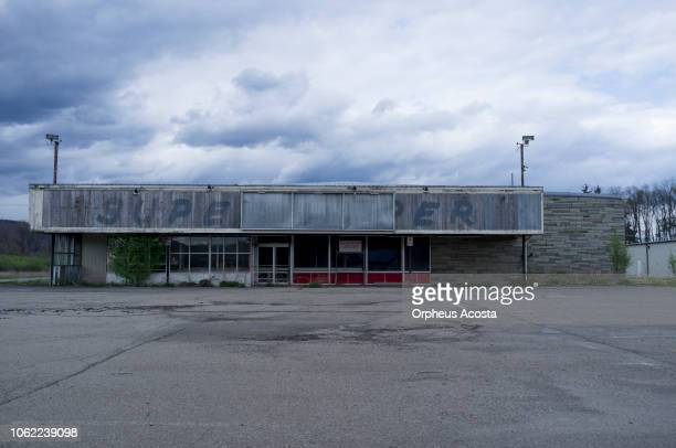 abandoned supermarket - abandoned stock pictures, royalty-free photos & images