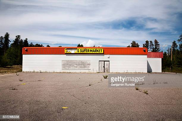 abandoned supermarket - western script stock pictures, royalty-free photos & images