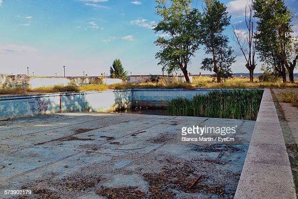 abandoned swimming pool against sky - abandoned stock pictures, royalty-free photos & images