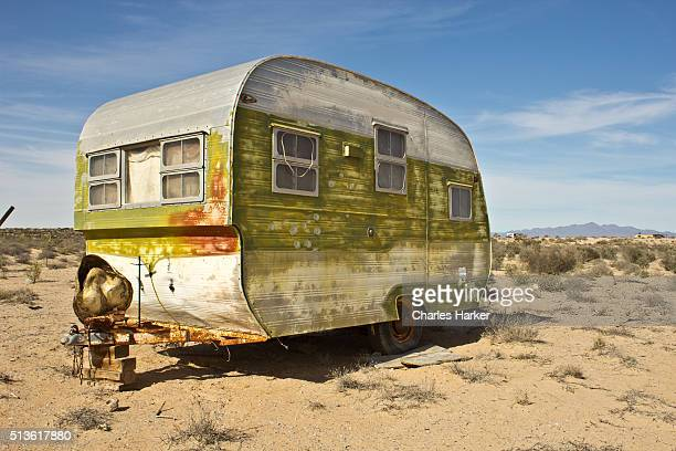 abandoned trailer in sonora desert - planchas_de_plata,_sonora stock pictures, royalty-free photos & images