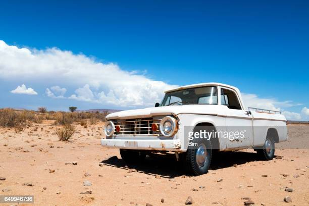 abandoned truck in the desert - beaten up stock pictures, royalty-free photos & images