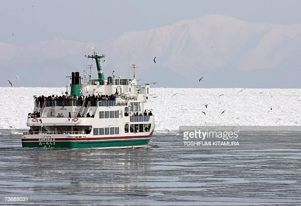 The cruise boat Aurora 2 moves towards drifting ice off the Abashiri port in Abashiri Hokkaido prefecture 10 February 2007 AFP PHOTO / TOSHIFUMI...