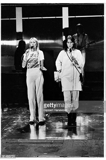 Abba perform live on the Dutch TV programme 'Een Van De Acht' on November 23 1976 LR Benny Andersson Agnetha Faltskog AnniFrid Lyngstad Bjorn Ulvaeus