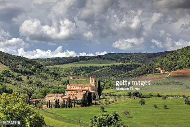 abbey of sant'antimo in montalcino - massimo pizzotti foto e immagini stock
