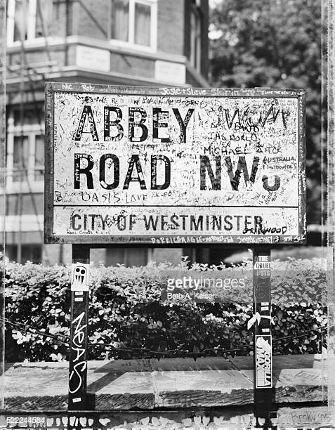 abbey road sign - abbey road stock pictures, royalty-free photos & images