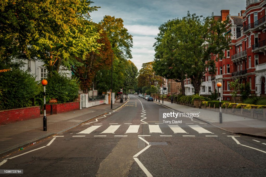 Abbey Road with the most famous road crossing in the World : Foto de stock