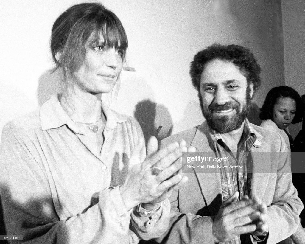 Abbie Hoffman and girlfriend, Johanna lawrenson, at court af : News Photo